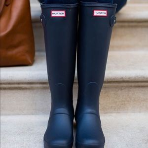 MATTE NAVY TALL HUNTER RAIN BOOTS ☔️ 🌧